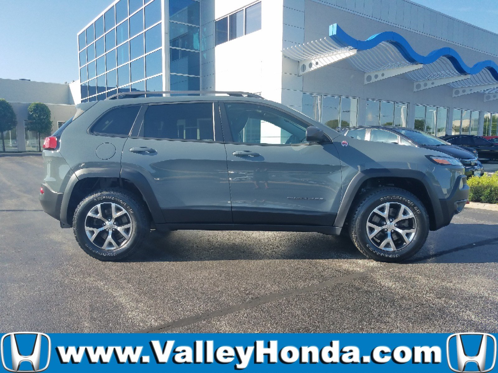 Pre Owned 2014 Jeep Cherokee Trailhawk AWD