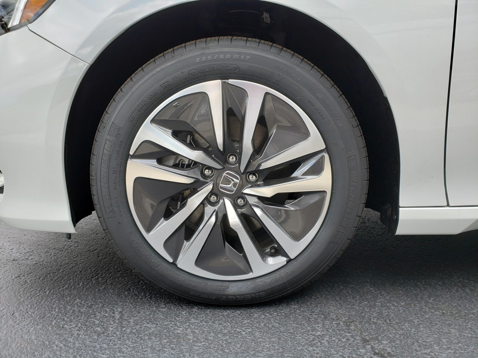 Pre-Owned 2019 Honda Accord Hybrid Touring